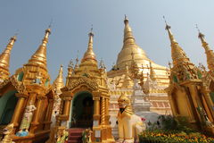 Gouden stupa van Shwedagon-Pagode in Yangon Stock Fotografie