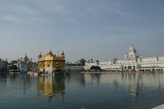 Gouden tempel bij amritsar Stock Afbeeldingen