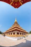 Gouden tempel blauwe hemel Stock Afbeeldingen