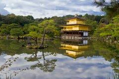 Gouden tempel in Japan stock afbeelding