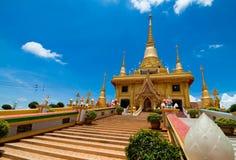 Gouden Tempel in Wat Kiriwong, Thailand Royalty-vrije Stock Afbeeldingen