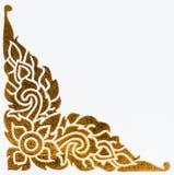 Gouden Thais stijlpatroon op muur Stock Afbeeldingen