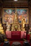 Gouden Thaise Bhudda-standbeelden bij Pattaya-het Drijven markt, Pattaya royalty-vrije stock foto's