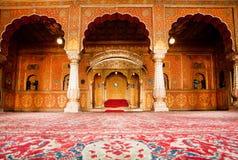 Gouden toilet van Maharadja in het paleis van 16de eeuw Stock Foto's