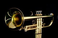 Gouden trompet in nacht Royalty-vrije Stock Fotografie