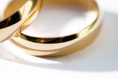 Gouden trouwringen Stock Afbeelding