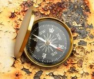 Gouden uitstekend kompas Stock Afbeeldingen