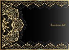 Gouden uitstekende groetkaart op een zwarte achtergrond Het malplaatje van het luxeornament Groot voor uitnodiging, vlieger, menu Royalty-vrije Stock Afbeeldingen