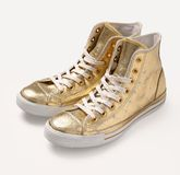 Gouden uitstekende schoenen. Stock Afbeelding