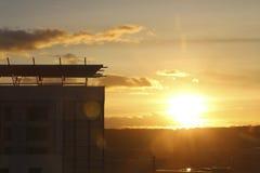Gouden Uurzonsondergang in de Stadscentrum van Cardiff royalty-vrije stock fotografie