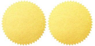 Gouden verbindingsetiketten geplaatst die met het knippen van weg worden geïsoleerd Stock Afbeelding