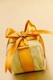 Gouden verpakte giftdoos Royalty-vrije Stock Afbeelding