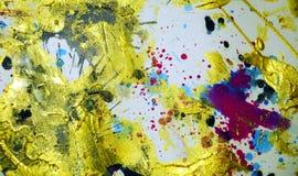 Gouden violette de plonsenverf van de verfwaterverf De abstracte achtergrond van de waterverfverf Stock Afbeeldingen