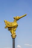 gouden vogelstandbeeld Stock Foto's