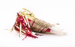 Gouden voorwerpen - partijfluitjes in ringen Royalty-vrije Stock Afbeeldingen