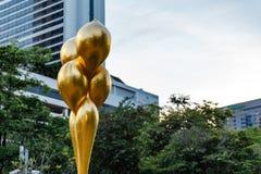 Gouden Vrije Vorm Abstract Art Piece in het Park Stock Foto's