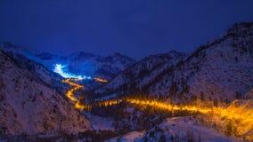 Gouden weg in de bergen Stock Foto's