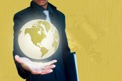 Gouden wereld in hand bedrijfsachtergrond Stock Foto's