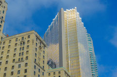 Gouden wolkenkrabber Toronto de stad in Stock Foto's