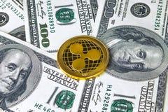 Gouden xrp dichte omhooggaand van de muntstukrimpeling, het muntstuk op Amerikaans dollarsgeld Royalty-vrije Stock Foto's