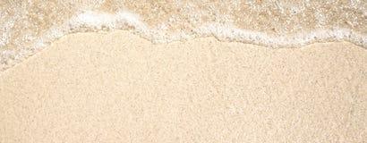 Gouden zand en transparant water, textuur stock afbeeldingen