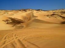 Gouden zand onder koninklijke hemel, in Egypte Stock Foto's