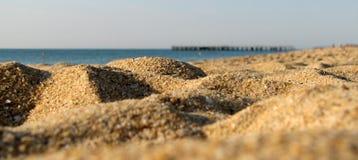Gouden zand op het strand Stock Fotografie