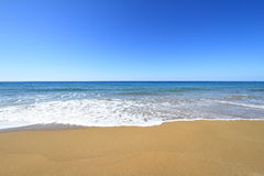 Gouden zandig strand Stock Foto's