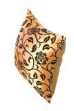 Gouden zijdehoofdkussen met zwarte ornamenten Royalty-vrije Stock Foto