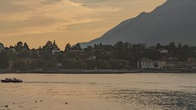 Gouden zonsondergang bij Commo-meer stock fotografie
