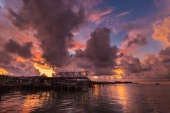 Gouden zonsondergang in Indonesië royalty-vrije stock fotografie