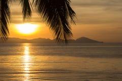 Gouden zonsopgang over het overzees Royalty-vrije Stock Afbeeldingen