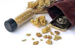 Goudklompjes en gouden passement stock foto