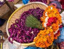 Goudsbloembloemen voor het festival van Tihar Deepawali en Newari-Nieuwjaar in Kathmandy stock foto's