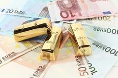 Goudstaven en Euro Stock Afbeelding