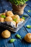 Gougéres - pasteles franceses tradicionales de los choux del queso Foto de archivo libre de regalías