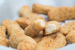 Goujon cuit chaud de poulet dans la chapelure pour le déjeuner Images stock