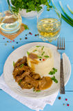 Goulache de boeuf avec de la purée de pommes de terre Image stock