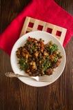 Goulash βόειου κρέατος με τη μαγειρευμένα πατάτα και το πιπέρι Στοκ φωτογραφία με δικαίωμα ελεύθερης χρήσης