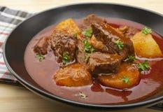 Goulash de carne húngara Gulyas do guisado Imagem de Stock