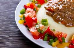 Goulash di manzo con il piatto delle patate Fotografia Stock