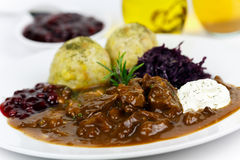 Goulash gastronomico della carne di cervo con le grandi polpette Fotografie Stock Libere da Diritti