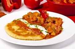 Goulash húngara com panquecas da batata Imagem de Stock