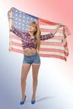 Goupille sexy vers le haut de la fille tenant un drapeau américain Images libres de droits