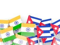 Goupilles avec des drapeaux de l'Inde et du Cuba d'isolement sur le blanc illustration de vecteur
