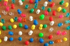 Goupilles colorées de poussée Photo stock