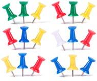 Goupilles de dessin dans différentes couleurs Image stock