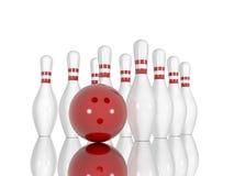 Goupilles et boule de bowling sur un fond blanc Photos libres de droits