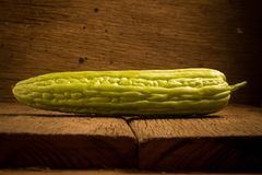 gourd bitterroot на старое деревянном стоковые фото