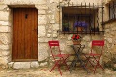 Gourdon,普罗旺斯,法国街道场面中世纪村庄  免版税库存图片